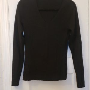 ANN TAYLOR stretchy sweater with U -neck